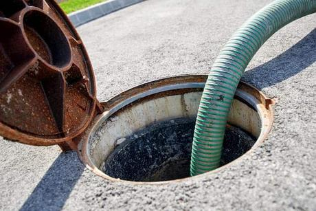 photo-emptying-septic-tank-cleaning