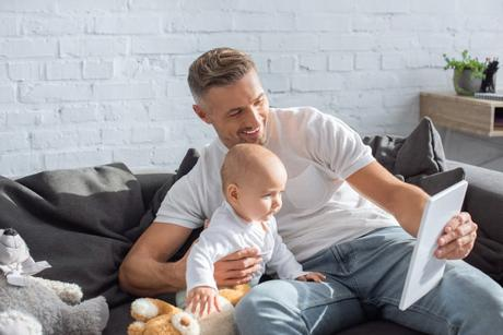 A dad uses a tablet to stimulate baby brain
