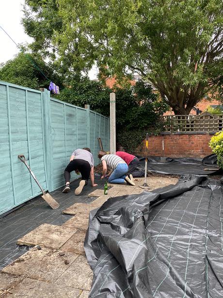 Courtyard garden transformation - how to transform a small garden on a budget