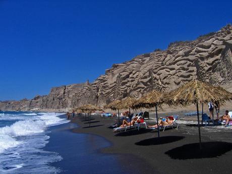 5 hidden and shockingly beautiful beaches in Santorini