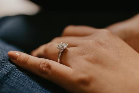 Choosing A Side Stone For The Engagement Ring