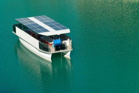 boat-running-on-solar-power