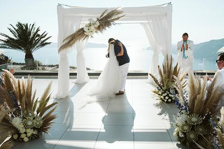 intimate-destination-wedding-santorini-bursting-pampas-grass_24