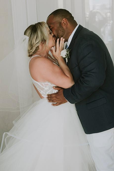 intimate-destination-wedding-santorini-bursting-pampas-grass_11