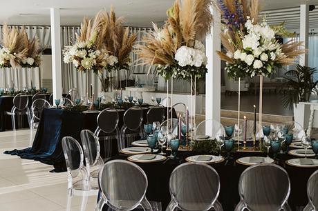 intimate-destination-wedding-santorini-bursting-pampas-grass_17