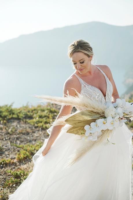 intimate-destination-wedding-santorini-bursting-pampas-grass_02x