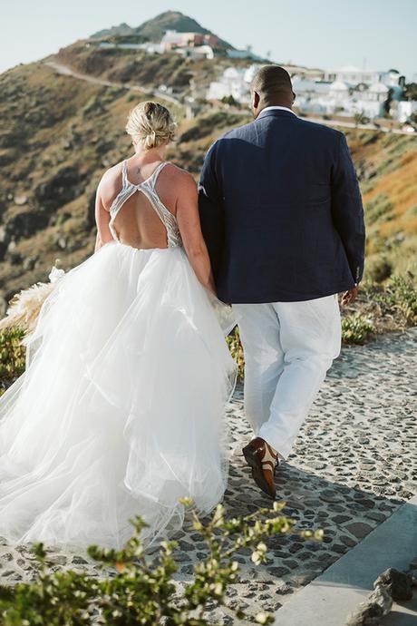 intimate-destination-wedding-santorini-bursting-pampas-grass_31x