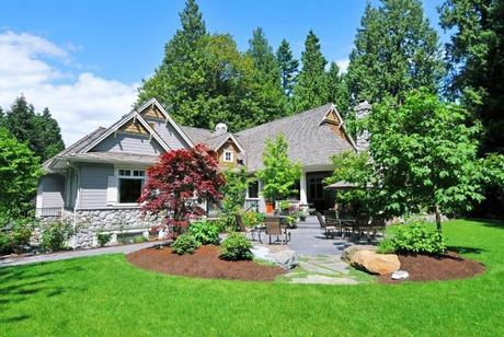 beautiful-landscaped-yard