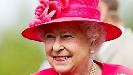British queen gets pay rise despite Recession.