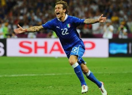 Alessandro Diamanti scores penalty kick for Italy in Euro 2012 quarterfinal against England.