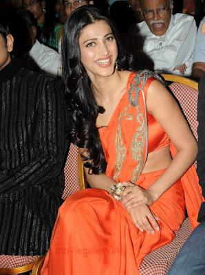 Shruti Hassan New Pics in Saree