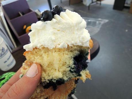 Blueberry muffin CUPCAKE! HolyI'mInHeavenNow!