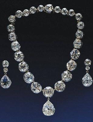 Queen S Diamond Jubilee With Cullinan Diamonds On Display