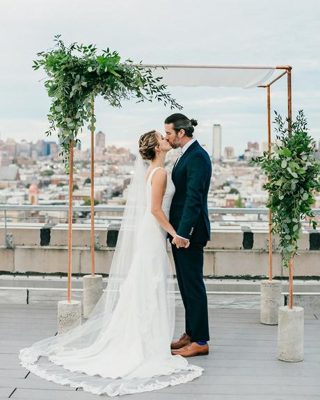 micro wedding venues ceremony altar with greenery on roof sweet water portraits