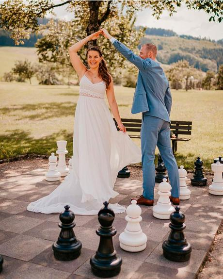 lucky wedding dates bride groom