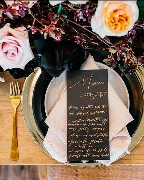 how-to-choose-weedding-colors-black-gold-ivory-table-decor-tweedcoastweddings