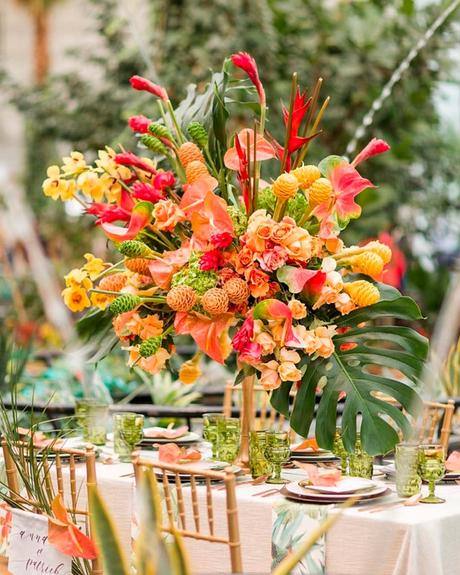how to choose wedding colors tropical leaves