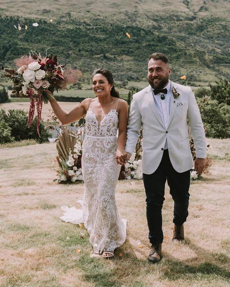 how to choose wedding colors bride groom medium skin tone