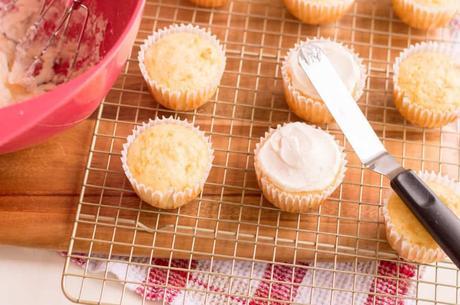 Snowman Cupcakes: An Easy Holiday Dessert