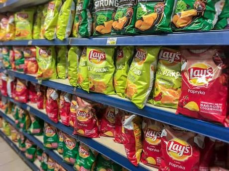 photo-lays-chips-on-store-shelves