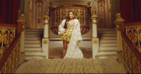 Chloe Flower Brings Touch Hollywood Glam Holiday Music Video