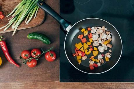 photo-frying-vegetables-on-frying-pan