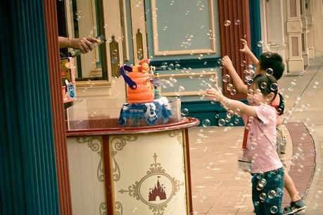 Hk_disneyland_kids_bubbles_img_7129