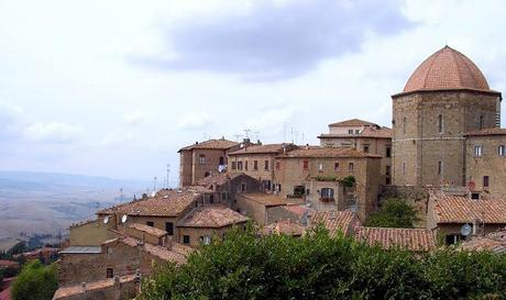 VOLTERRA. BETWEEN LEGEND AND REALITY