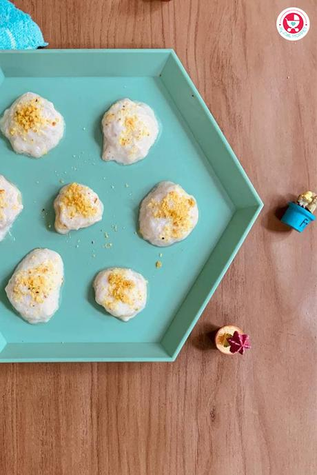 Give your baby the yummy treat of Frozen Yoghurt Banana Bites [Teething Recipe], which is not only nutritious but also soothes the teething pain!