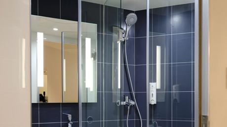 Things To Consider When You Sell A Frameless Shower Screen