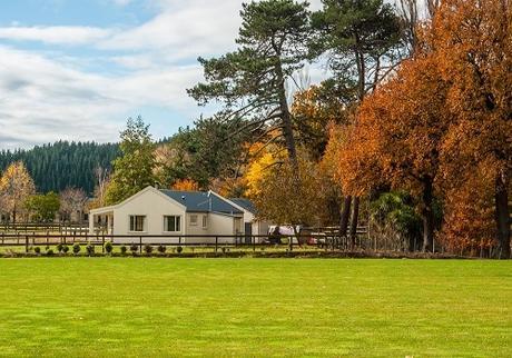 Farmhouse Chic; Homes to Love