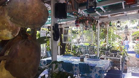 outdoor rustic dining 1