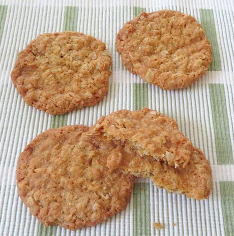 Thin & Crispy Oatmeal Cookies