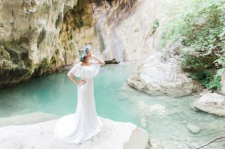 inpiring-greek-mythology-styled-shoot-lefkada-blooms-olives_01