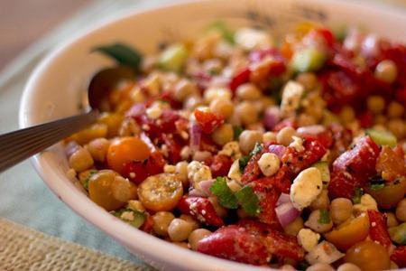 Chickpea and Roasted Red Pepper Salad - Paperblog