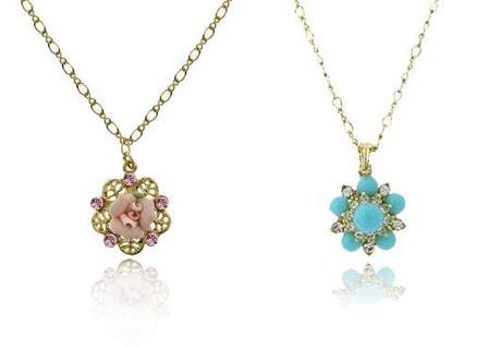 flowerpendantsYour Everyday Small Pendant Necklace