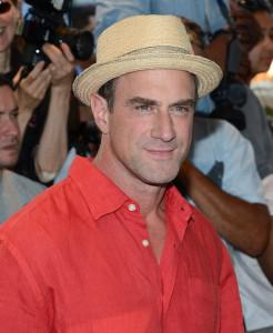 Christopher+Meloni+Savages+New+York+Premiere+TdxEEy 8fdux 246x300 Chris Meloni Suprised that Anna Paquin and Stephen Moyer are having twins