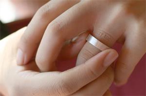wedding ring stuck