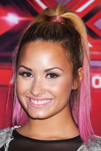 demi Celebrity Trend: Dip Dyed Ends
