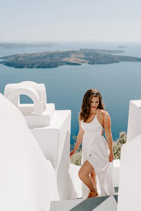 utterly-romantic-elopement-santorini-modern-details_05x
