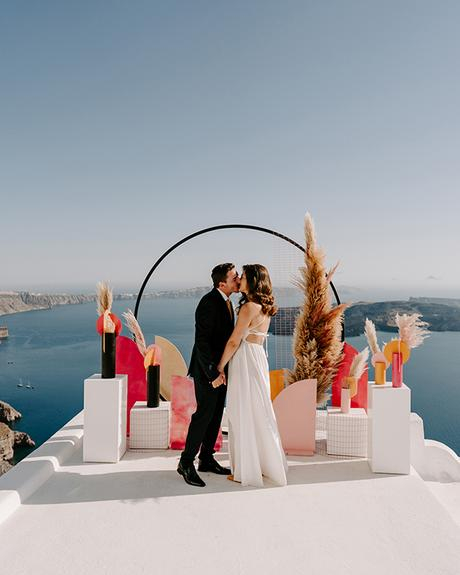 utterly-romantic-elopement-santorini-modern-details_11