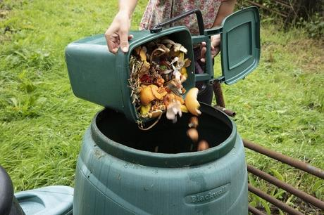 6 Benefits of Having a Compost