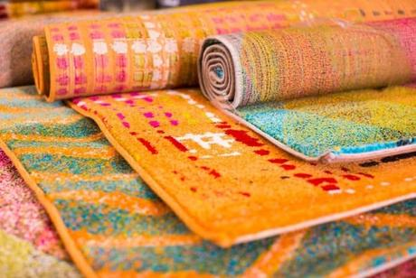 colorful-rugs-at-store