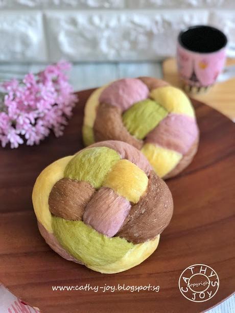 4 Colored Bread