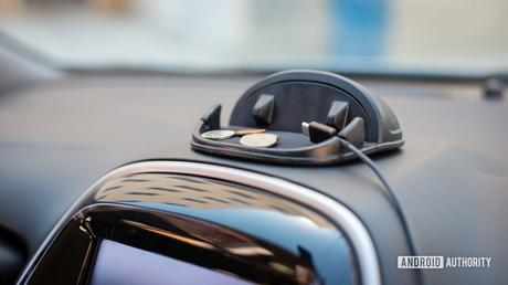 Loncaster Silicone Car Phone Holder review: Resilient and functional