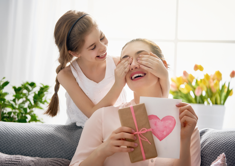 5 Creative Gifts to Send Your Mom