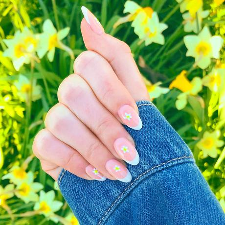 Spring Nails 2021: Dainty Daises