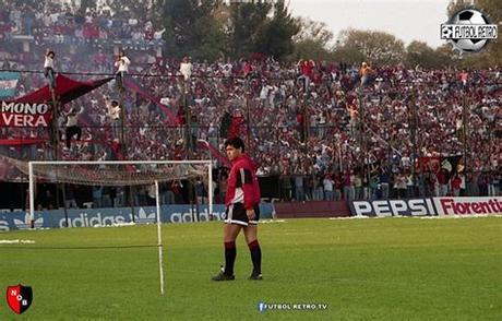 Constraints are factors that limit, contain, or help shape the development of movement. FUTBOL RETRO Banco de Imagenes: Maradona llega a Newells 1993
