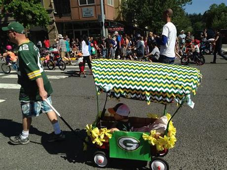 A couple of years ago we decided to build one that would last for years. Best 25+ Kids parade floats ideas on Pinterest | Christmas ...