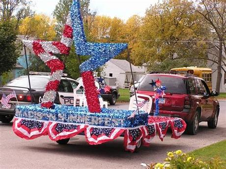 If you've been looking for new ways to dress up your lawn this holiday. Pin by Shayla Shipley on Parade | Christmas parade floats